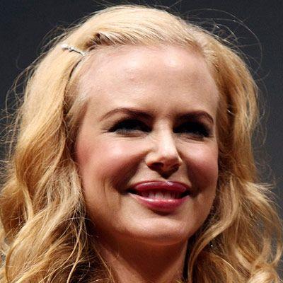 Nicole Kidman dudaklarına dolgu maddesi enjekte ettirdi.